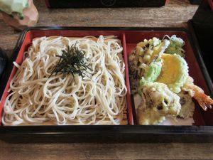 「八洲」の天ぷらそば