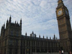 ウェストミンスター宮殿(英国国会議事堂)とビッグ・ベン