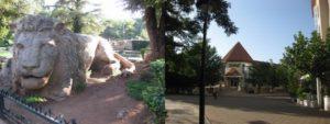 アトラスライオンの像