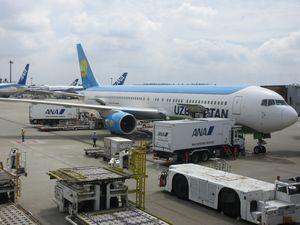 ウズベキスタン航空の飛行機