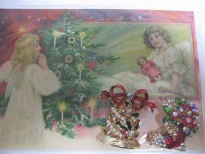 クリスマスモチーフのブローチ