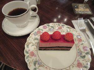 名古屋東急ホテルのラウンジ「グリンデルワルド」のケーキセット