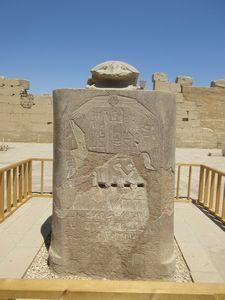 カルナック神殿 スカラベの像