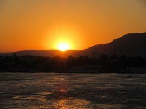 クルーズ船から見た夕陽