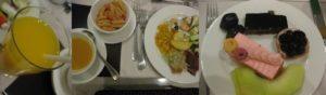 レストランで夕食